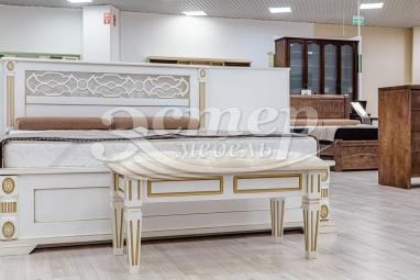Банкетка с каретной стяжкой Доли из массива сосны (белая эмаль с золотой патиной)