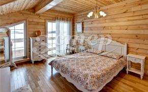 Интерьер спальни в деревянном доме: выбор цвета стен и мебели